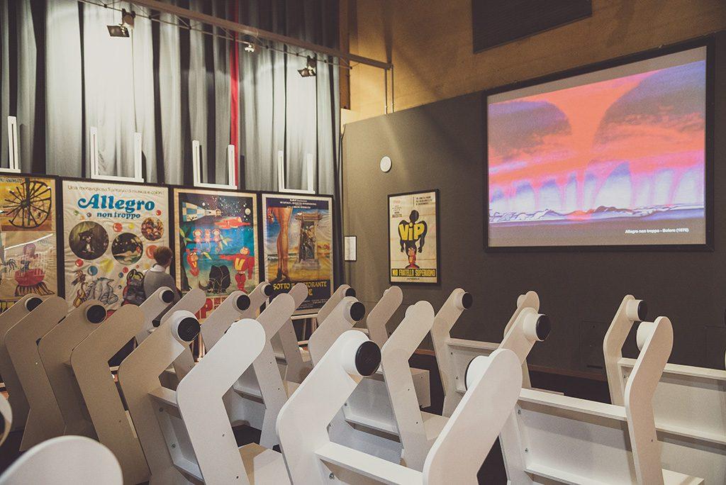 Sedie sonore alla mostra Super, realizzate da Mauro Doimo